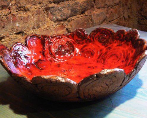 Keramika pro dospělé Praha - mísa modelovaná z volné ruky, s glazurou a burelem