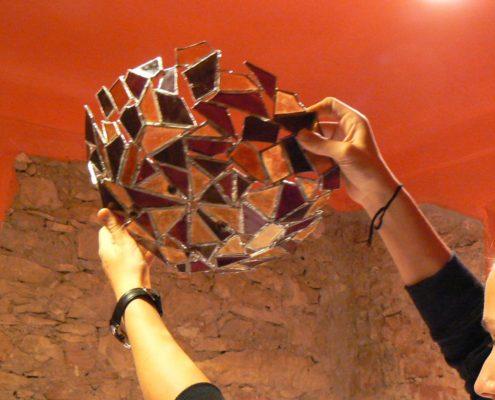 Kurz Tiffany vitráže pro dospělé Praha - práce na oblém kopytě