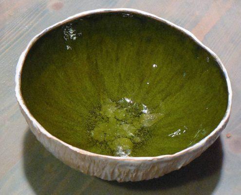 Keramika pro dospělé Praha - zrádná zelená glazura na bílé hlíně