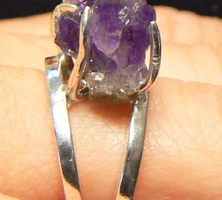 Kurzy výroby šperků Praha 1 - Stříbrný prsten s ametystovou drůzou zasazen do pavoučka