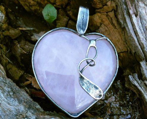 kurz cínovaného šperku