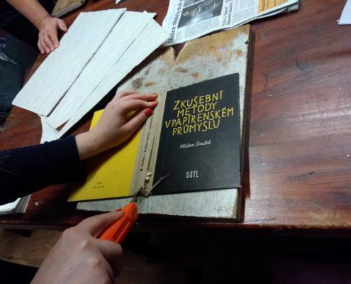 kurz ruční knižní vazby Ateliér ŠUM Praha 1